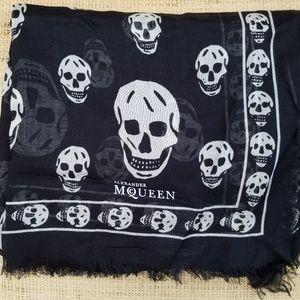 """New """"ALEXANDER MCQUEEN"""" Black/White Scarf"""